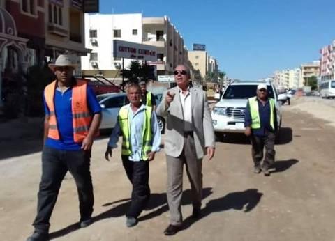 محافظ البحر الأحمر يتفقد أعمال التطوير بحي الكوثر في الغردقة