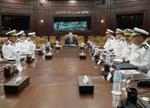 وزير الداخلية يشدد على تكثيف الضربات الاستباقية للإرهابيين