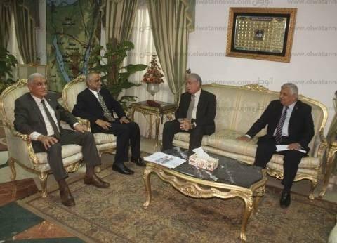 محافظ جنوب سيناء يدعو سفير سلطنة عمان للتجول في شرم الشيخ
