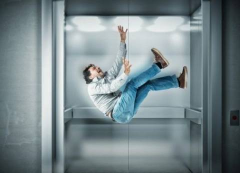 """بعد حادث """"مصعد ميامي"""".. ماذا تفعل إذا سقط """"الأسانسير"""" بك؟"""