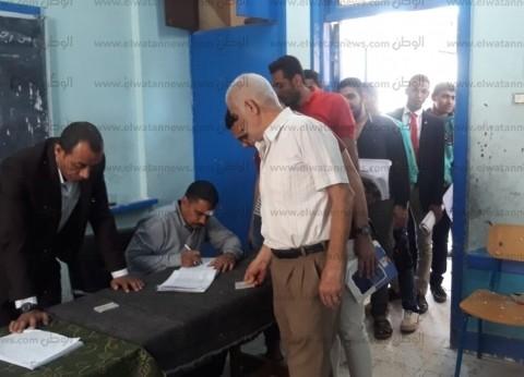 طلاب جامعة الأزهر بقنا يتوافدون على لجنة الوافدين للتصويت
