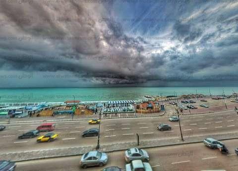 أمطار غزيرة متواصلة ورعد وبرق في الإسكندرية