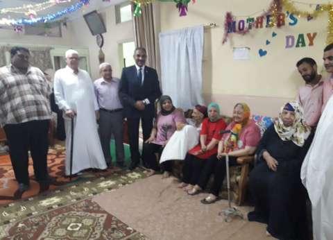 رئيس شبرا الخيمة يشارك الأيتام والمسنين فرحة العيد