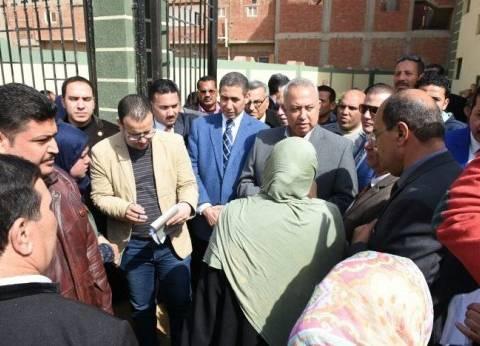 محافظ الشرقية يلتقي عددا من المواطنين للاستماع لمشكلاتهم في ههيا