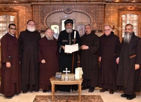البابا تواضروس يستقبل وفدا من الرهبنة الكرملية في الكاتدرائية