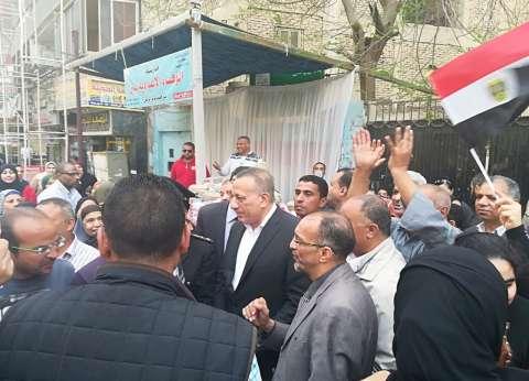 محافظ الجيزة يتفقد عددا من اللجان لمتابعة سير العملية الانتخابية