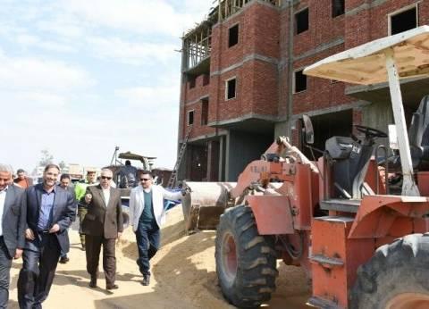 محافظ الشرقية يتفقد تنفيذ مشروع الإسكان الاجتماعي بالعصلوجي
