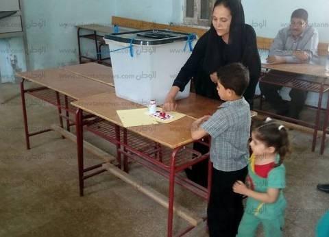 """وفد """"اللجنة الدولية"""" يتفقد سير العملية الانتخابية في لجان كرداسة"""
