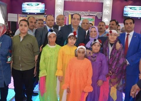 محافظ الدقهلية يكرم 135 طالبا في حفل ختام الأنشطة الطلابية بمنية النصر