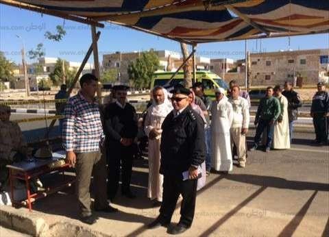 بالصور| قوات تأمين لجان الطور تبعد مندوبي المرشحين من أمام اللجان