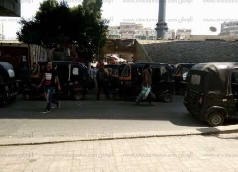 رفع 30 سيارة ودراجة نارية متروكة في الشوارع والطرق الرئيسية بالقاهرة