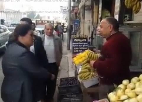"""محافظ البحيرة لبائع فاكهة سألته عن الأسعار: """"أنت هتستعبطني"""""""