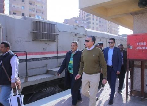 """عرفات يتابع انتظام الخدمة بخط سكة حديد """"23 يوليو-شبين القناطر"""""""