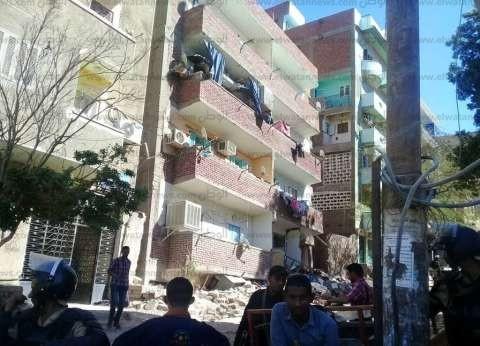 5 آلاف جنيه لكل أسرة متضررة في انهيار عمارة الشيخ هارون بأسوان