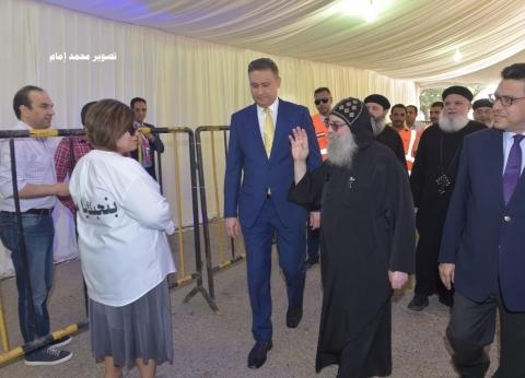 راعي كنيسة مارمرقس بالكويت يدلي بصوته في استفتاء التعديلات الدستورية