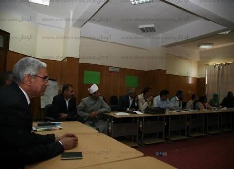 """رئيس جامعة جنوب الوادي يشهد الحلقة النقاشية عن مبادرة """"قرى بلا أمية"""""""