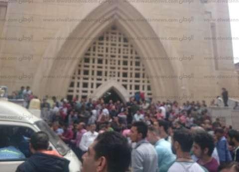"""وزير الصحة يصل مستشفى المنشاوي لتفقد مصابي تفجير """"كنيسة طنطا"""""""