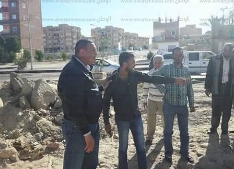 رئيس مدينة سفاجا يتابع أعمال رفع المخلفات الصلبة