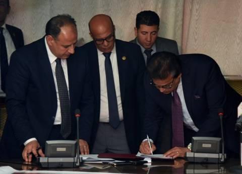محافظ الإسكندرية يوقع برتوكولا لدعم الثروة السمكية وتطوير بحيرة مريوط