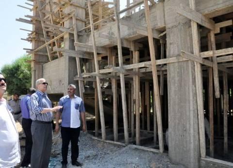 محافظ القليوبية يتفقد أعمال توسعات بمدرستين بحي شرق شبرا الخيمة