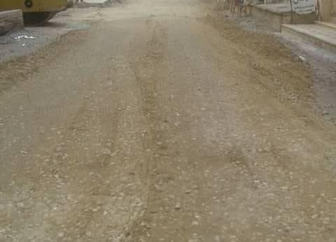 محافظ دمياط يتابع عملية رصف 5 شوارع بطريق المحور