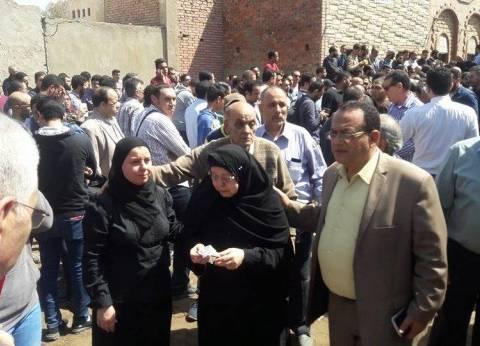 """هيئة قصور الثقافة بالغربية تعزي والدة """"أحمد خالد توفيق"""" وعائلته"""
