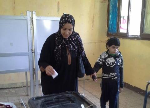 الأطفال يشاركون ذويهم في التصويت بلجنة هشام شتا بالعمرانية