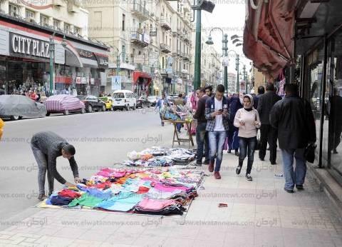 شوارع وميادين الإسكندرية فى قبضة الجيش والشرطة.. والمحال التجارية تفتح أبوابها