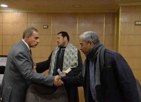 محافظ أسيوط يلتقي أسر المتوفيين بالكويت لتقديم المواساة