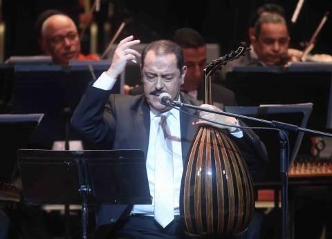 لطفي بوشناق يصل إلى مطار القاهرة.. وتكريمه غدا بنقابة الصحفيين