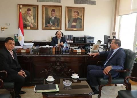 رئيس جامعة سوهاج يجتمع مع وزيري المالية والبيئة ورئيس التنظيم والإدارة