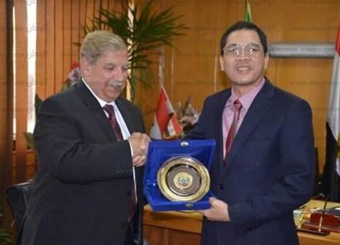 يس طاهر يدعو سفير فيتنام لحضور مهرجان الإسماعيلية الدولي
