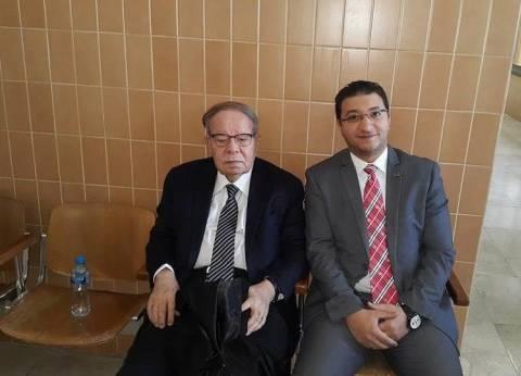 رئيس مجلس الشعب الأسبق يغادر مطار القاهرة متوجها إلى الكويت