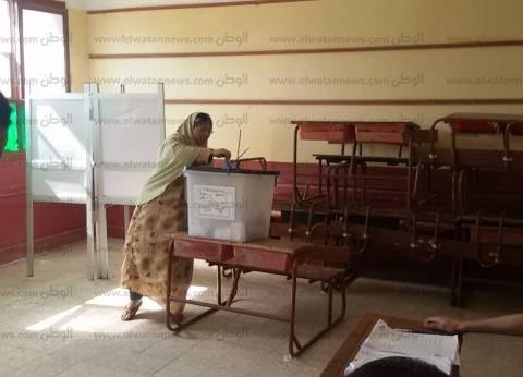 ناخبان يمزقان استمارة الاقتراع داخل لجنتين في البحيرة