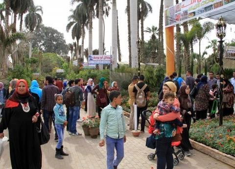 إقبال كبير على معرض الزهور للاحتفال بشم النسيم