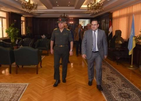 قائد المنطقة الشمالية العسكرية يهنئ محافظ الإسكندرية الجديد بمنصبه