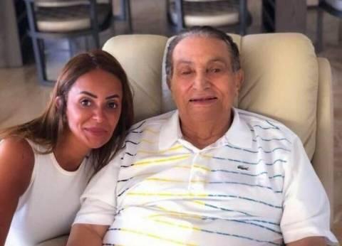 """صاحبة صورة مبارك الأخيرة تعتذر له: """"اتسرقت من تليفوني"""""""