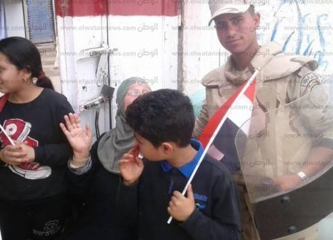 "بالصور| عجوز تُدلي بصوتها في بيلا بكفر الشيخ: ""يسقط كل خائن"""