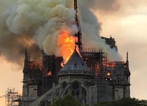 «نوتردام».. كاتدرائية «عاصمة النور» تنطفئ