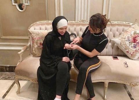 """بسمة وهبة تعلن زواج دينا في السعودية: """"جيتي لبيتي فربنا كرمك"""""""