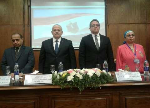العناني: وضع الآثار المصرية سيء.. والحكومة والرئيس يدعمان الوزارة بقوة