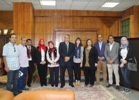 رئيس جامعة المنصورة يستقبل عالمة آثار تدرس التوابيت المصرية القديمة
