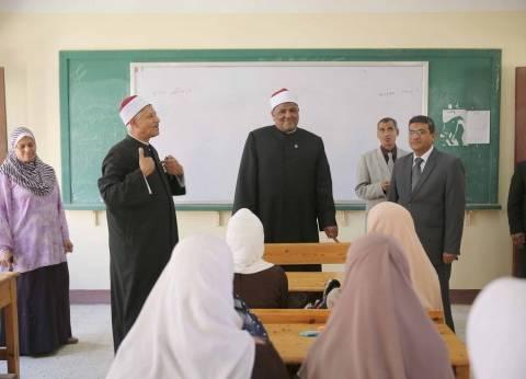 شومان يتفقد امتحانات الثانوية الأزهرية في سوهاج ويستبعد رئيس لجنة
