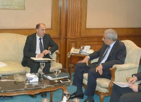 وزير التجارة والصناعة يبحث مع سفير أوكرانيا بالقاهرة تعزيز العلاقات التجارية والاستثمارية