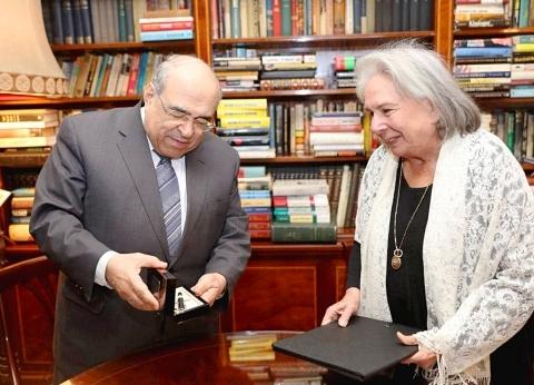 مكتبة الإسكندرية تستحوذ على كتب وأوراق محمد حسنين هيكل