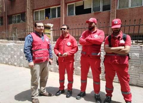 """""""الهلال الأحمر"""" يخدم المواطنين أمام لجان الاستفتاء في الزمالك"""