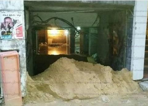 """""""الساتر الترابي"""".. أحدث الحيل في الإسكندرية لمواجهة أضرار مياه الأمطار"""