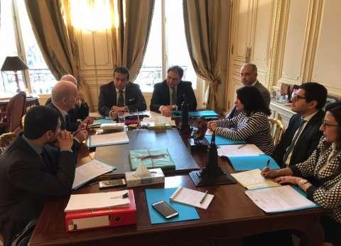 """وزير التعليم العالي يلتقي أعضاء مجلس إدارة جمعية """"بيت مصر"""" بباريس"""