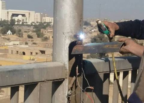 محافظ القاهرة يطالب بتغطية الأسلاك المكشوفة بأعمدة الإنارة
