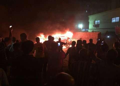 حريق يلتهم سيارة ملاكي في العاشر من رمضان